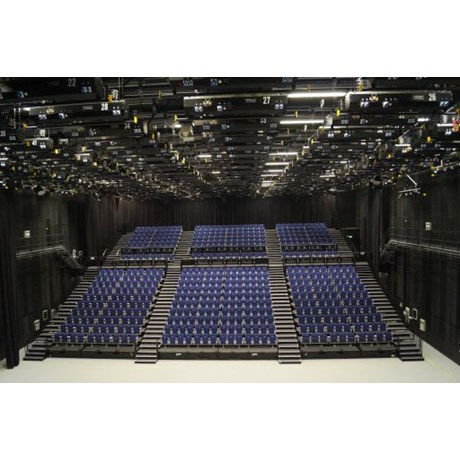 Retractable Seating with Gallery 3 Chairs and End Aisles