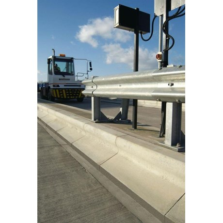 Trief® GST2 Large Taper Kerb - right hand to splay