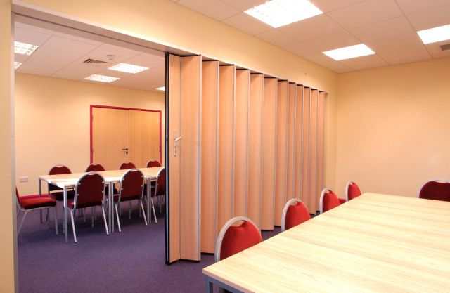 Uno Folding/ Sliding Partitions