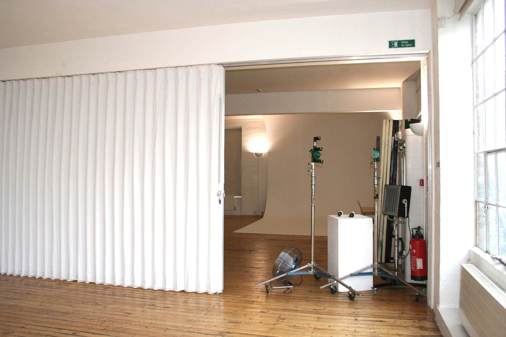Folding doors folding doors dividers - Room partitions images ...