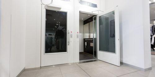 Aritco 9000 Enclosed Cabin Passenger Platform Lift