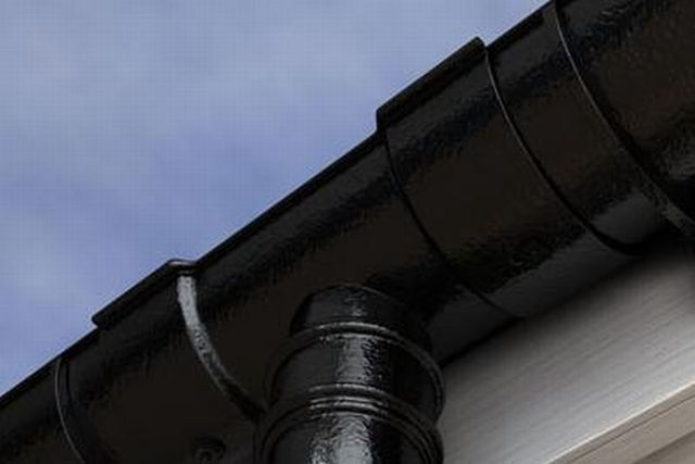 Apex Heritage 125 mm Cast Iron Beaded Half Round gutter